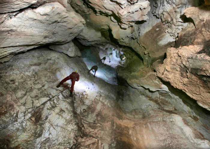 Exploraciones en la Sima del Tajo Colorao